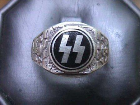 На могиле убийцы Вороненкова нашли руны нацистской Германии